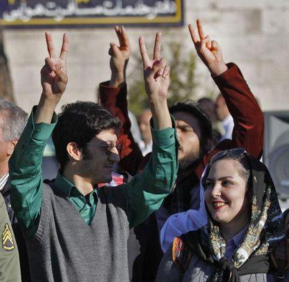http://worldmeets.us/images/Iranians-greet-zarif_pic.jpg