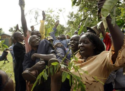 http://www.worldmeets.us/images/Kogelo-village-obama-wins_pic.jpg