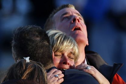 http://www.worldmeets.us/images/Newtown-grieving_pic.jpg