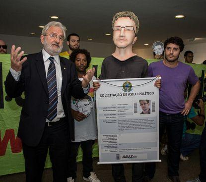 http://worldmeets.us/images/Snowden-Itamaraty-asylum-request_pic.jpg