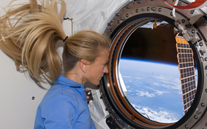 http://worldmeets.us/images/Space-Station-Karen-Nyberg-hair_pic.png