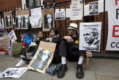 http://www.worldmeets.us/images/assange.supporters.london_pic.jpg
