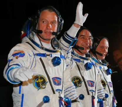 http://worldmeets.us/images/astronauts-cosmonauts-iss_pic.jpg