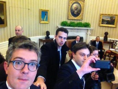 http://worldmeets.us/images/french-reporters-selfie_pic.jpg