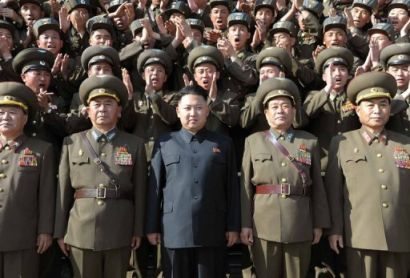 http://www.worldmeets.us/images/kim.jong.il.troops_pic.jpg