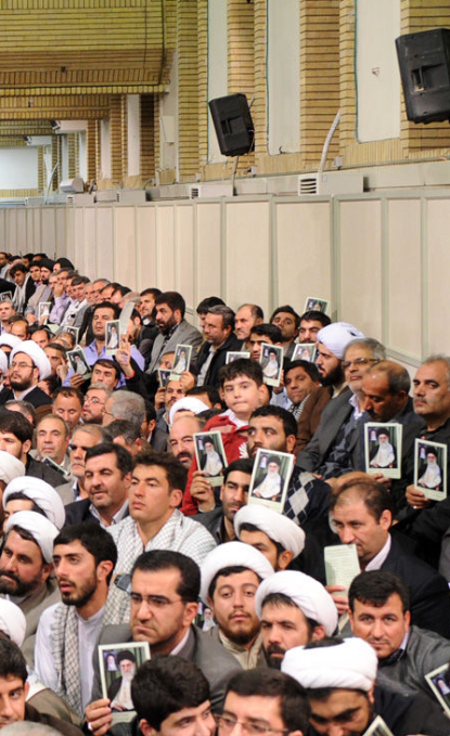http://worldmeets.us/images/leader-Azarbaijan-crowd_pic.png