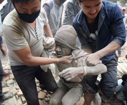 http://worldmeets.us/images/nepal-quake-man-ash_pic.jpg