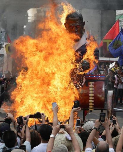 http://worldmeets.us/images/philippines-obama-effigy_pic.jpg