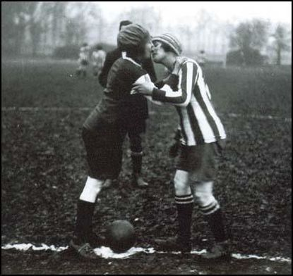 http://worldmeets.us/images/same-sex-women-football-kiss_pic.jpg